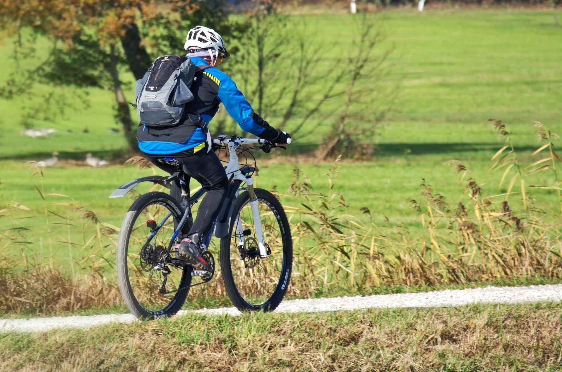 cyclist-1782947_1920