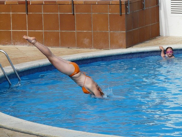 skok do bazénu.jpg