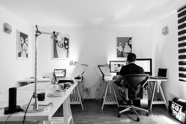 pracovník kanceláře.jpg