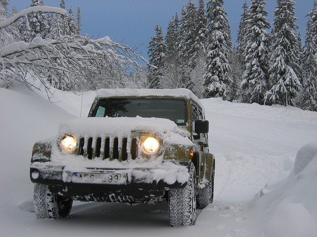 džíp v zimě