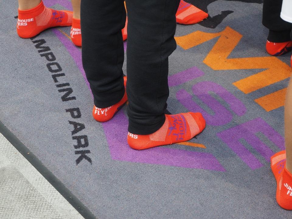nohy v ponožkách